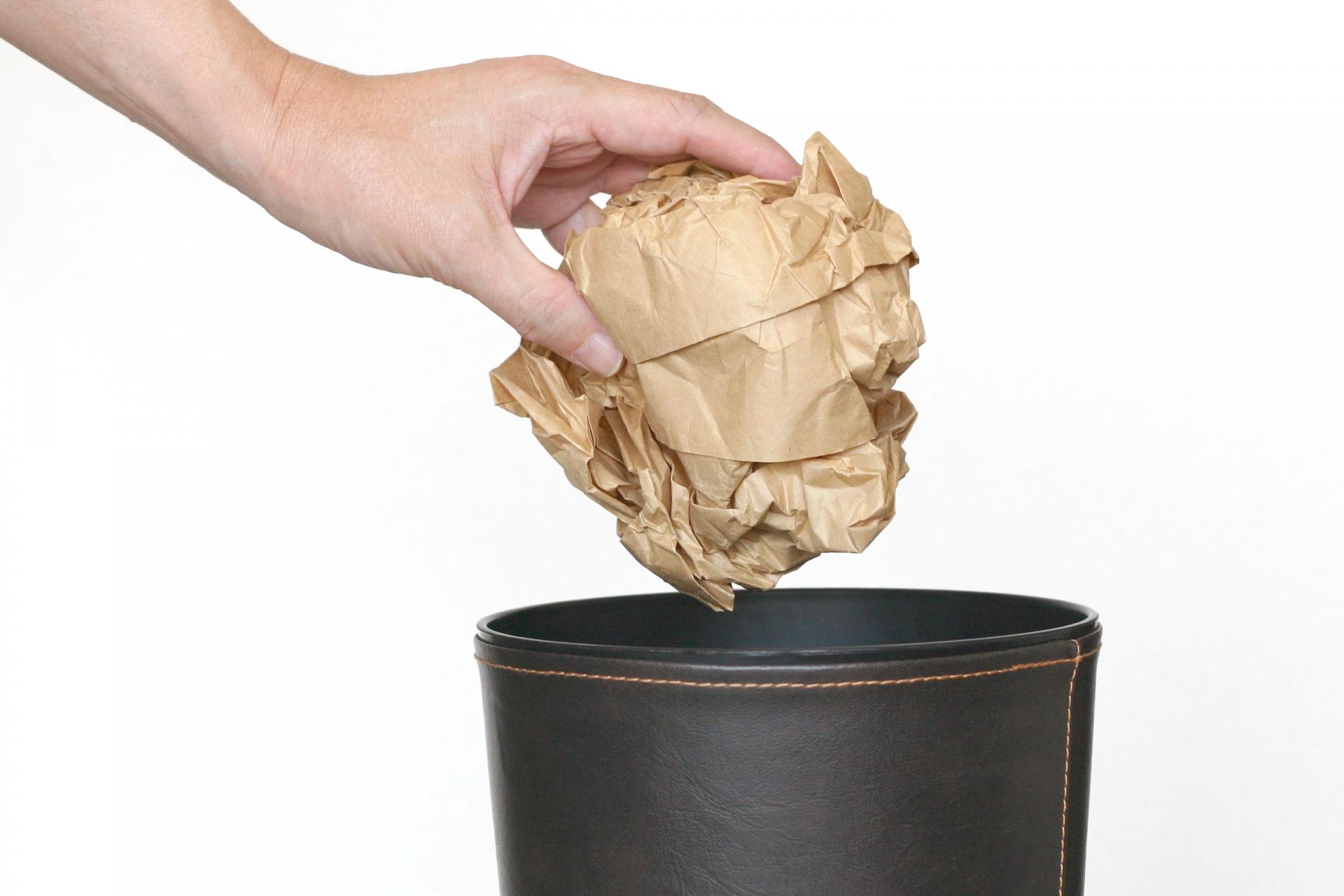 遺品整理で不要になった遺品を処分する方法-「売る・あげる・もらう」はしても良いの?-のアイキャッチ